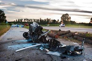 Olyckan inträffade i höjd med Götlunda vid Örebros sida av länsgränsen. Det var två bilar som krockade på länsväg 823.