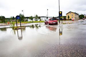 Om regnet fortsätter finns risk för att mindre grusvägar spolas sönder.