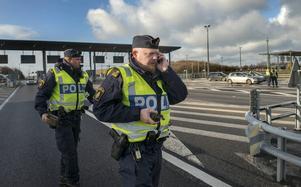 Niklas Modig, polis från Sundsvall befinner sig nere i Malmö för att hjälpa sina kollegor vid de tillfälliga gränskontrollerna. Här vid kontrollplatsen Lernacken vid Öresundsbrons norra fäste.