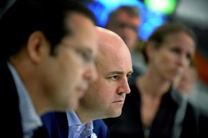 Tvingas till reträtt. Moderaterna svänger nu i frågan om ett femte jobbskatteavdrag. Finansminister Anders Borg och statsminister Fredrik Reinfeldt är bekymrade.