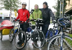 Oscar Modigh, Hannes Baker och Oscar Silvergran startade igår sin 120 mil långa cykeltur. I turen ingår att bestiga Skandinaviens högsta berg, Galdhöpiggen.