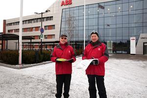 Lennart Kjellin och Mats Edlund var glada över inbjudan från ABB och att de fick möjlighet att prata om säker vinterkörning.