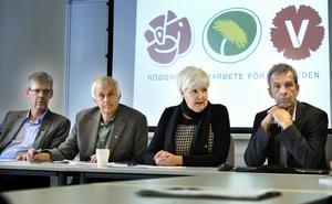 Under fredagen meddelade den politiska landstingsledningen att de ämnar höja skatten med 50 öre från och med nästa år. Från vänster Gunnar Barke (S), Nils Gossar (MP), Ingalill Persson (S) och Thomas Ylvén (V).