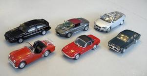 Modellversioner av Olle Odsells bilsamling. I övre raden: Isuzu Piazza Turbo, Lotus Elise S1, Volvo C70. Nedre raden: Triumph TR3, Lotus Elan S4 Sprint, Alfa Romeo 1600 GTJ.