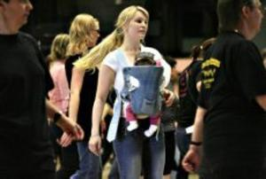 Liss Larsson från Borlänge hade Natalie sju veckor i sele på magen och Natalie har nog fått dansen i blodet då mamma Liss dansat linedance under större delen av graviditeten.