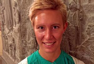 Elina Sundström kommer att hålla ett yogapass i Stadsparken den 11 juni. Foto: Helene Berzelius