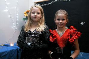 Matilda Graff och Kristin Nyegård var så fina i sina vackra klänningar. Kristin bör en modell från Spanien.