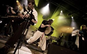 Rutinerade Kíla, ett av de mest iflytelserika banden inom den irländks folkmusiken, kommer till Urkult i sommar.