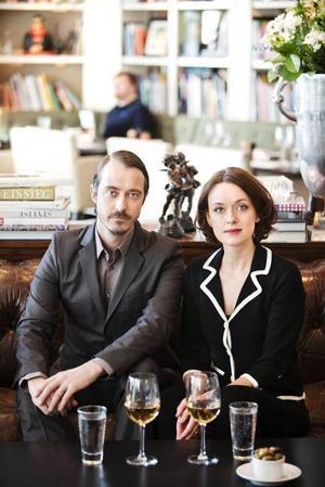DE GÖR NYA SCENER. Jonas Karlsson och Livia Millhagen spelar Johan och Marianne i Dramatens uppsättning.