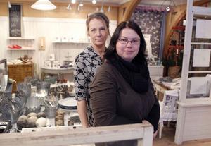 Lilleanne Landstedt, längst fram, och Carina Andersson lägger ner sina butiker Himlehörnet och Rena rama verkstan efter åtta, respektive nio år.