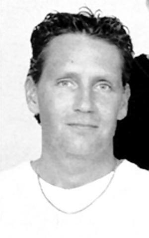 Jarmo Pistool var 39 år när han mördades och rånades i sin taxi. Bytet blev några hundra kronor.