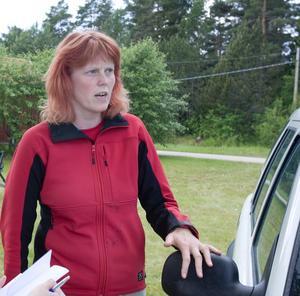 FRUSTRERAD. Myggforskaren Martina Schäfer kan konstatera att det åter är myggplåga i Österfärnebo.