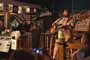 Key West är känt för sina många musikställen, här på baren Hog's Breath.   Foto: Anders Pihl/TT
