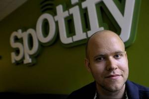 Spotify är på väg att gå om skivbutiker och näthandel och kan snart vara skivbolagens enskilt viktigaste samarbetspartner. Företagets vd Daniel Ek (på bilden) grundade Spotify tillsammans med Martin Lorentzon 2006.