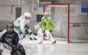 Martin Falk, målvakten i Sandviken, är en av spelarna som kallats till lägret i Västerås.