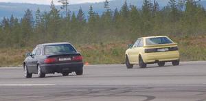 Bilarna körde så att asfalten rykte i dragracingen midsommardagen och söndagen.
