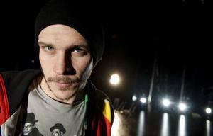 En prins i familjen. Skarsgårdsklanens 29-åriga Gustaf ska spela rollen som Hamlet på Stockholms stadsteater.