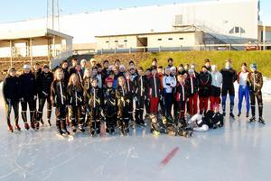 Deltagarna på Sveriges största skridskoläget på Gärdehov, som Sundsvalls skridskoklubb arrangerade.