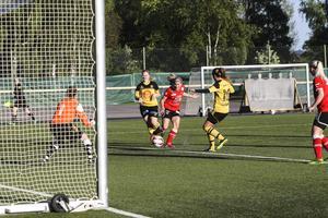Team Hudiks anfallare Malin Jonsson gjorde två mål och stod för flera bra framspelningar.