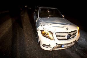 Tre personer färdades i bilen. Ingen av de tre passagerarna skadades allvarligt.