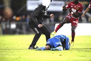 Östersunds målvakt Aly Keita slogs ned av en 17-åring från Södertälje på måndagskvällen. Angreppet skedde i slutminuten av matchen mellan Jönköping Södra och Östersund.