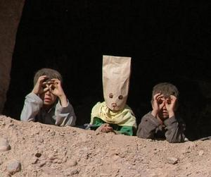 """""""Täck ansiktet, du är kvinna"""".  Afghanistan 2008."""