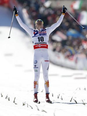Söndagen den 3 mars 2013. Johan Olsson glider över mållinjen som förste man i VM-femmilen i Val di Fiemme. LT:s forne medarbetare Björn Bostrand anser att loppet var den största svenska bragden någonsin i längdåkningens historia, och storstilad idrottsunderhållning när den är som tveklöst bäst.   Foto: Matthias Schrader/AP/TT