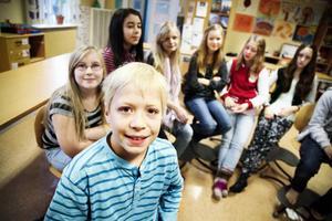 Ando Krogstad hamnade i blickpunkten när Lilla ÖP i måndags besökte klassen Oden 5 på Odenslundsskolan i Östersund. Han fyller 11 år 11 november -11. Men det är inget 11 i klockslaget. Han föddes klockan 01.27 den 11 november 2000.