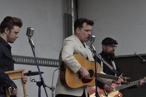 Rockabillygruppen The Quints från Hallstammar var på plats.