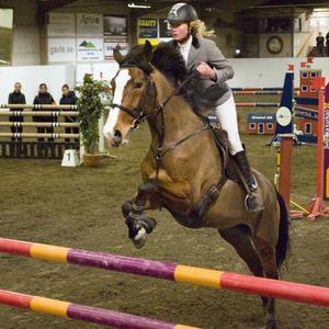 Nina Göransson/Emmy Sky, Älvkarleby RK, vann huvudklassen 1.30 på GRS.