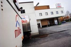 """Inom kort får Milko konkurrens av Arlas mejeriprodukter i Hemköps kyldiskar. """"Vi tror och hoppas att man vill ha närproducerade mejeriprodukter"""", säger Manuel Ferrer, pressansvarig på Milko. Foto: Ulrika Andersson"""
