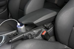 Den här manicken konverterar bilens 12 volt till 220 volt, så du kan koppla in exempelvis en bärbar dator. Den har även USB-port så att du kan ladda datorn eller mp3-spelaren under resans gång. Går att sätta fast i mugghållaren. Kostar 349 kronor och kommer från coolstuff.se.