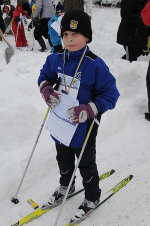 Elliot Holm fick både diplom och medalj efter loppet.