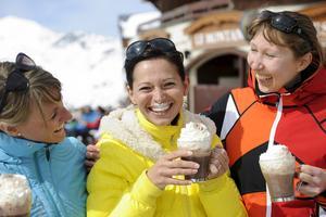Irish coffe på after-ski i solen i Val Thorens.