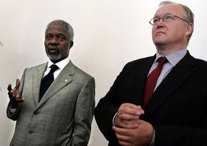Om Göran Persson som maktpolitiker handlar Olle Svennings bok. Här möter Göran Persson Kofi Annan.