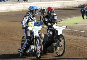 Linus Sundström och Tai Woffinden öppnade första heatet med att köra in en stail 5-1:a