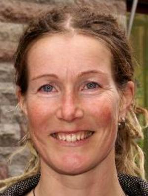 Carola Bergström, 34 år,  Marieby:– Nej. Det är onödigt att byta namn tycker jag. Folkets hus är det folk känner till. Det räcker bra så.