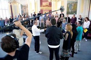 Vänskap spirar snabbt inom musik.  Kjell Lönnå och Kammarkören mötte några av deltagarna i