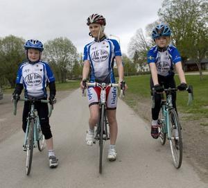 Adam Westman, Frida -Englund Öhman och Tilde Olsson är ute på en träningsrunda.