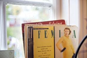 Johanna Norberg köper gärna gamla tidningar på loppis och gör college av bilderna.