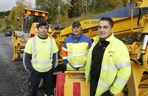 Tre vägarbetare som varit med från början när bygget startade för 14 månader sedan.