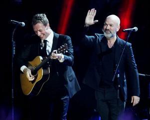 Coldplays Chris Martin och Michael Stipe från REM gav sig på en version av