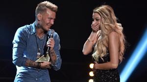 Jockiboi vinner pris på Guldtubengalan och friar till flickvännen Jonna Lundell.