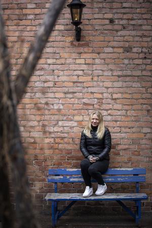 Marie Hillner har själv levt med både ångestproblematik och kronisk stress som följd av att vara anhörig – i hennes fall anhörigberoende.