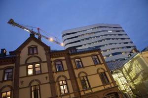 Kulturvävens modernistiska skal är inspirerat av stadens björkstammar och ger en helt ny karaktär åt Umeås stadskärna. Den omdebatterade byggnaden invigs i november och rymmer såväl 15 000 kvadratmeter kultur som hotell och restauranger.