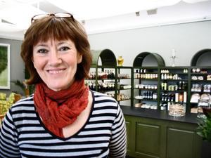 """Nytt. Margareta Rosengren, som haft verksamhet i Karlslund och Wadköping och de senaste tre åren på Engelbrektsgatan, flyttar nu sitt """"skafferi"""" till Länsmuseet och öppnar lunchrestaurang."""