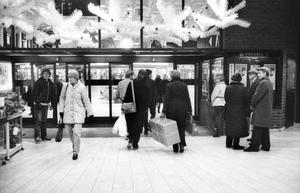 Handeln och konsumenterna tycks ha skilda uppfattningar om julhandelns omfattning.