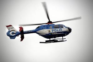 Polisen kallade in en polishelikopter från Stockholm i sökandet. Arkivbild.