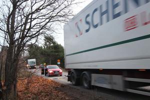 Sätervägen i Västerby har blivit en högtrafikerad riskväg under två veckor.