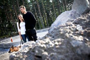 Grunden är snart färdig. Om två år räknar Sofia Olsson och Johan Södergren att kunna flytta in i sitt nybyggda hus.